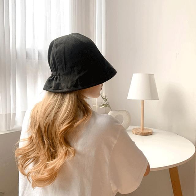 Plain back wrinkled hat