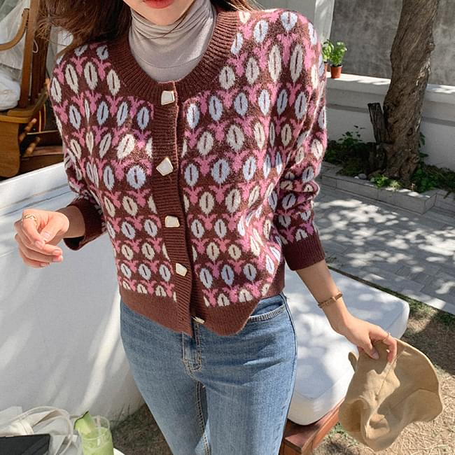 Knit cardigan with a cheerful popping pattern