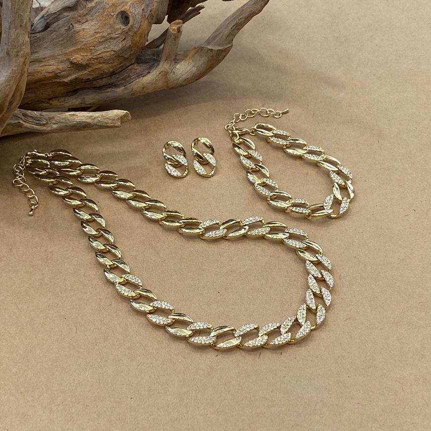 Noisy bold chain necklace
