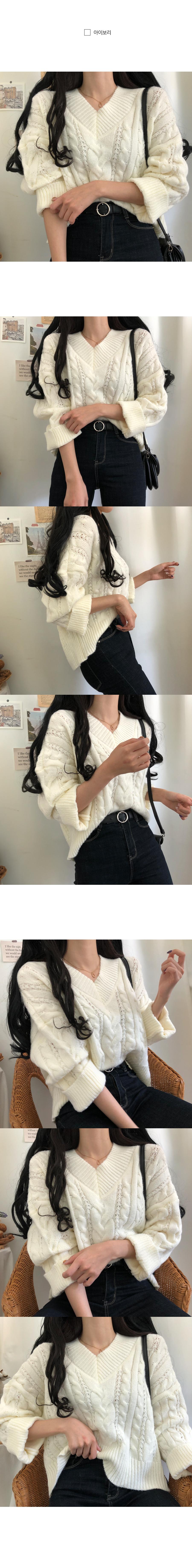 V-Neck Twisted Knitwear like a puff cream