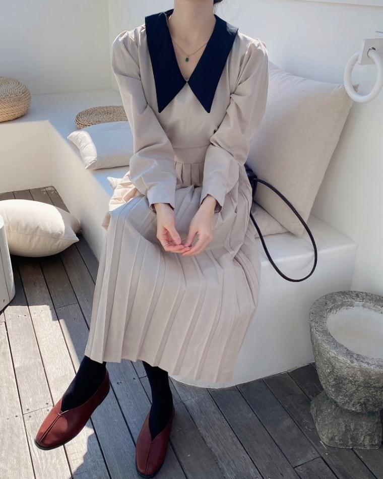 Lady pleats dress
