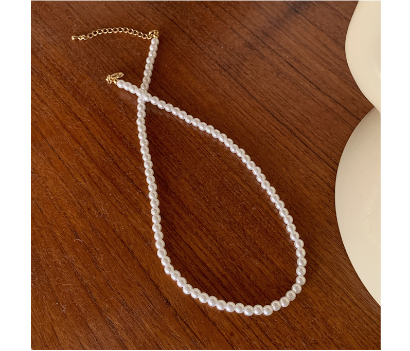 Pure white pearl necklace