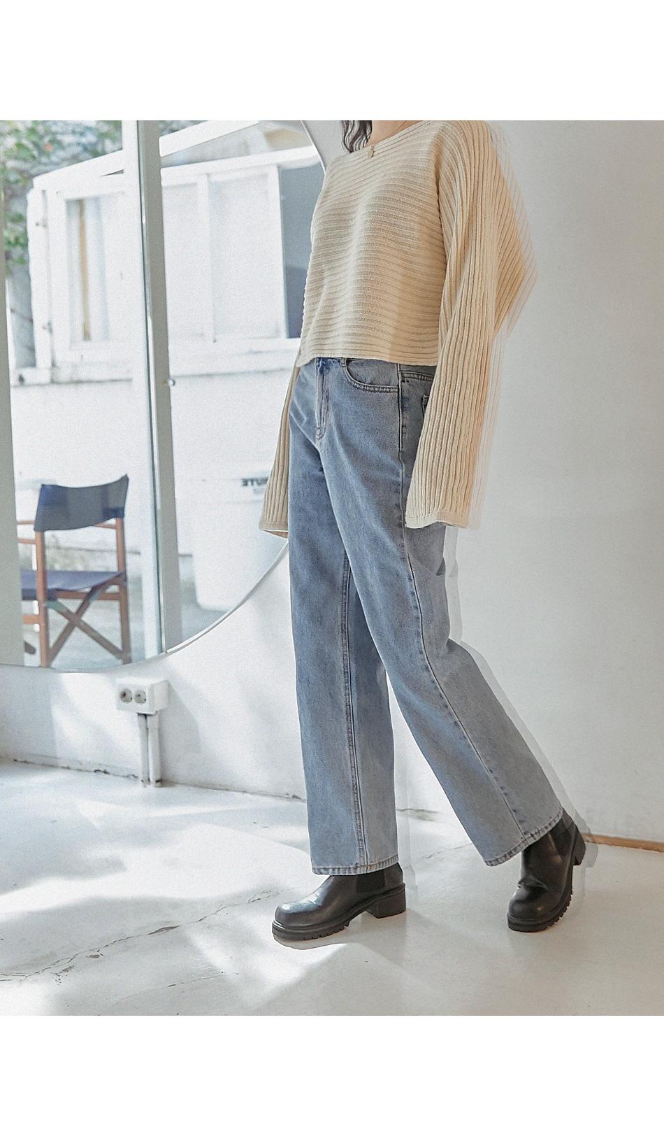 Wide Leg Straight-Cut Jeans