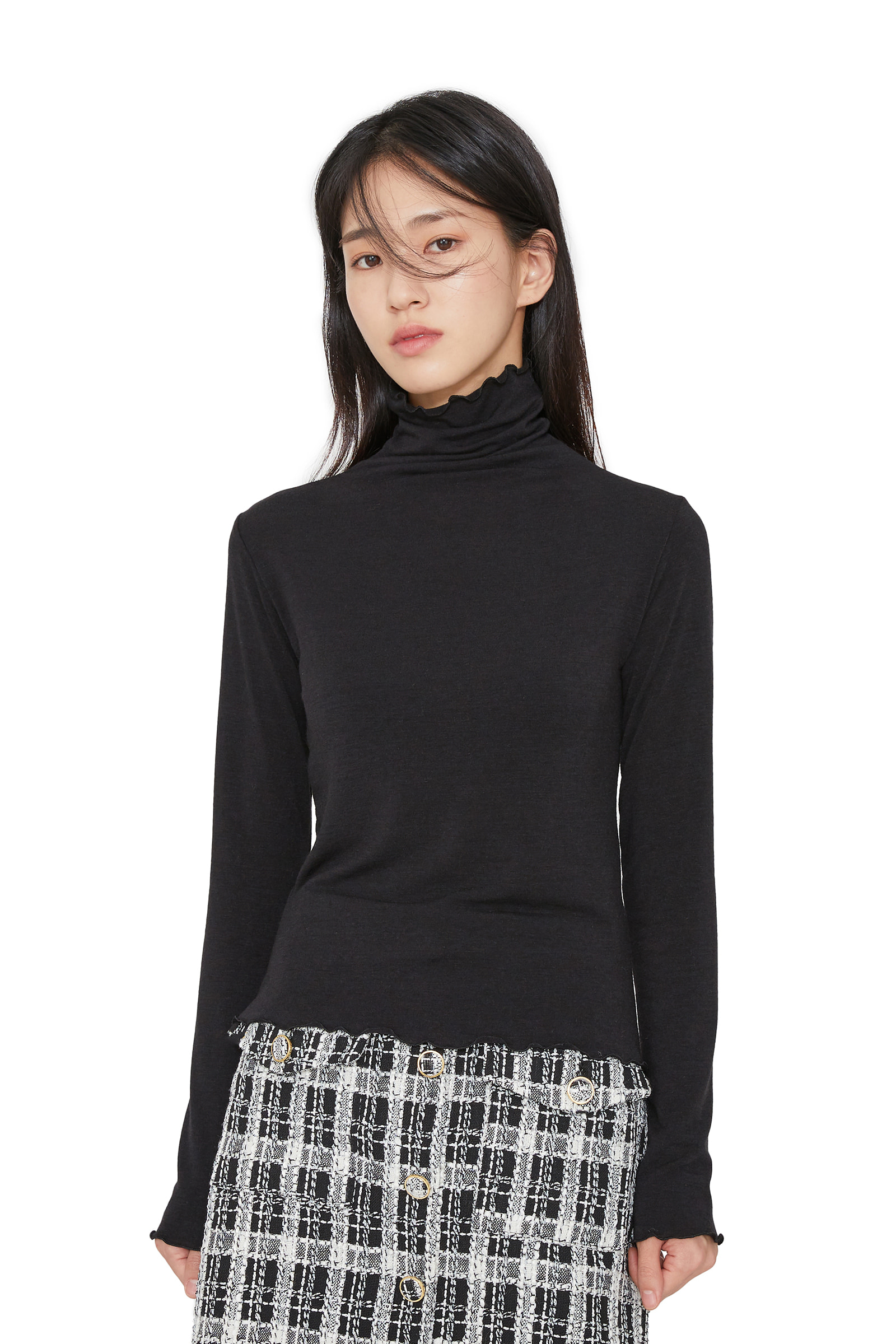 Clean frill turtleneck top