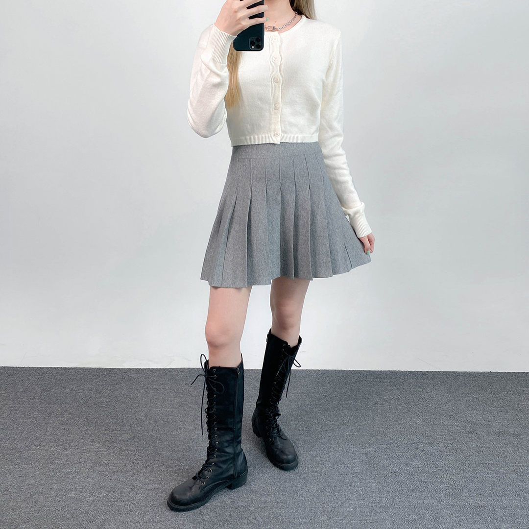 Knitted pleated skirt
