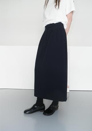 clean back slit skirt