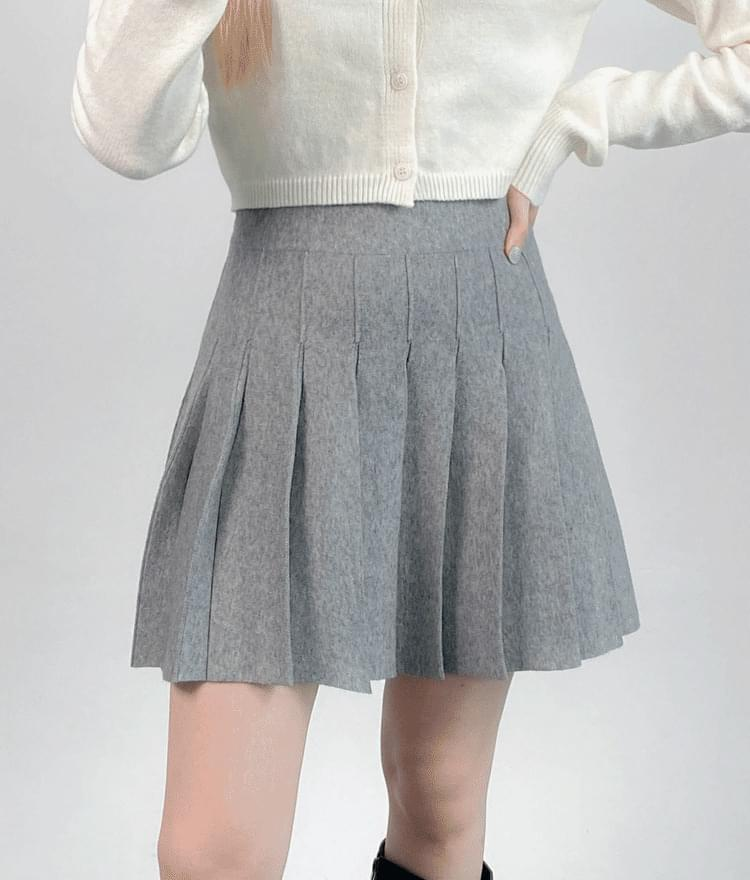 Knitted pleated skirt 裙子