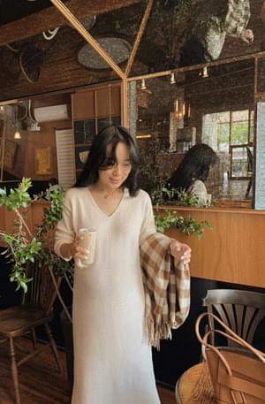 Soft Wool V-Neck Knit Dress 洋裝