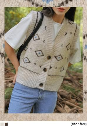 MOHAIR PATTERN BUTTON KNIT VEST