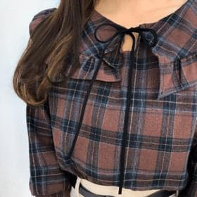 Pure frill blouse