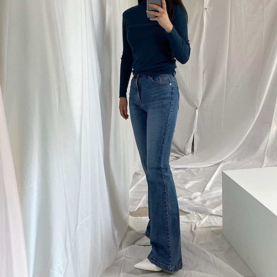 Long slim jeans cut