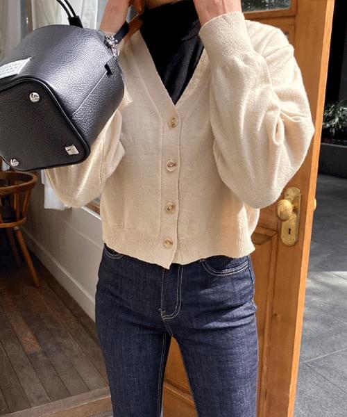 Wool v crop cardigan