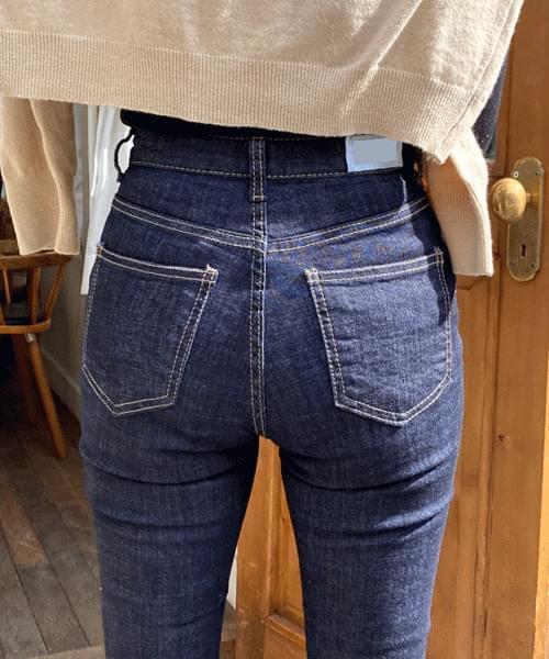 Dough side split boot cut jeans