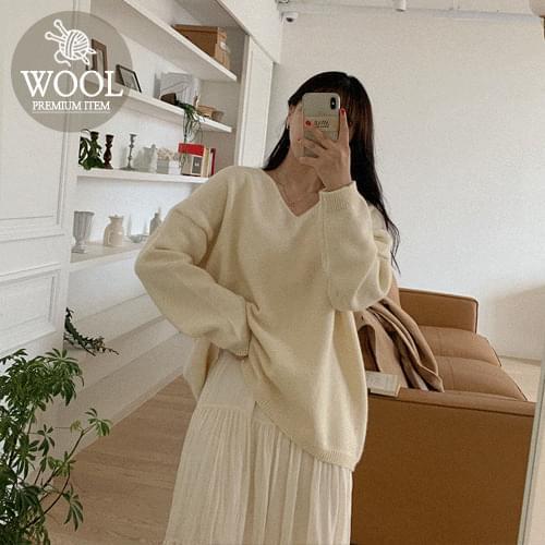 Of Soft Wool V Knit