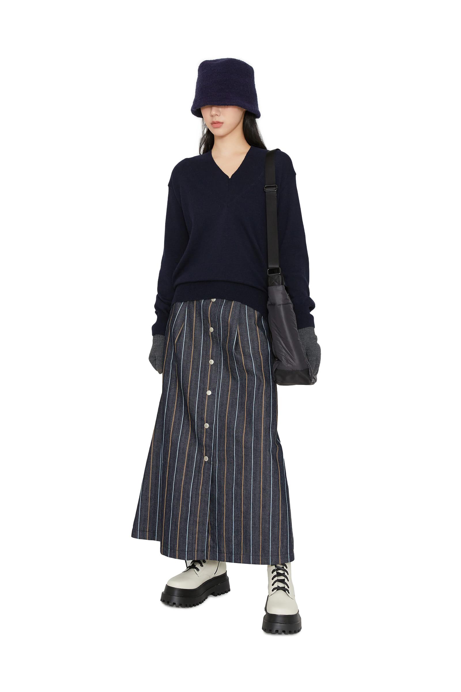 All-stripe buttoned maxi skirt