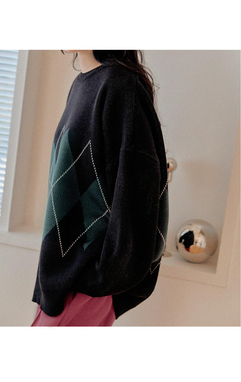Round Neck Loose Argyle Knit Top