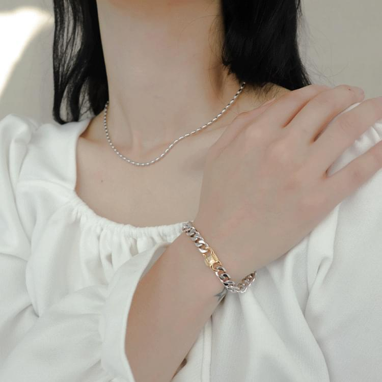 2136 lock chain bracelet