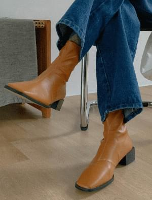 Dutch Square Shaped Ankle Boots