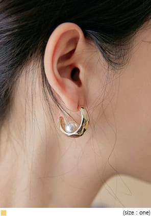 BELLANA GOLD PEARL EARRING
