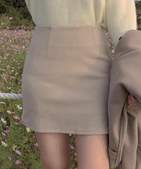 Bunny Basic H-Line Skirt skirt