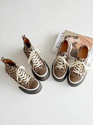 Unusual leather heel high-top sneakers 3cm