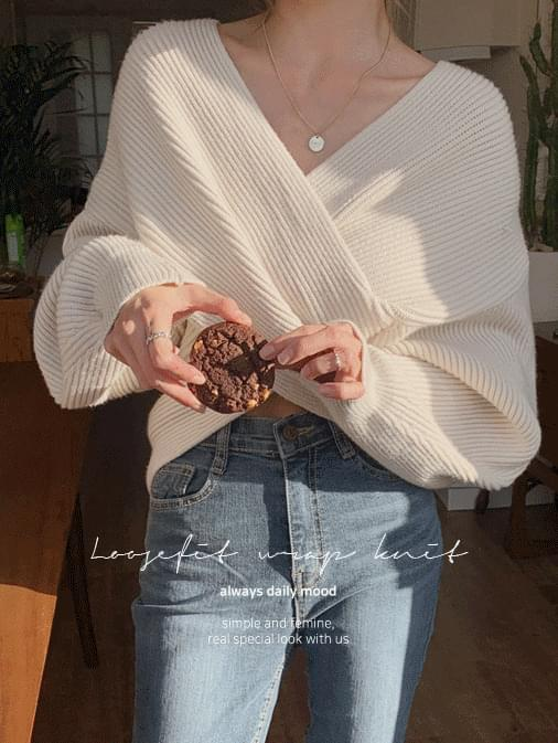 Runde Yeori Loose Fit Wrap Knit