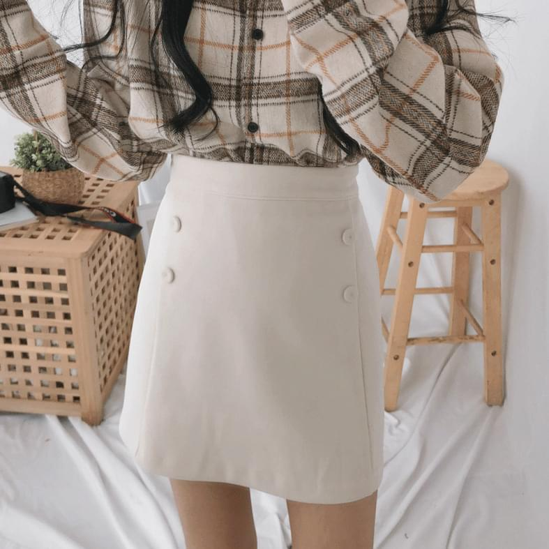 Button point skirt