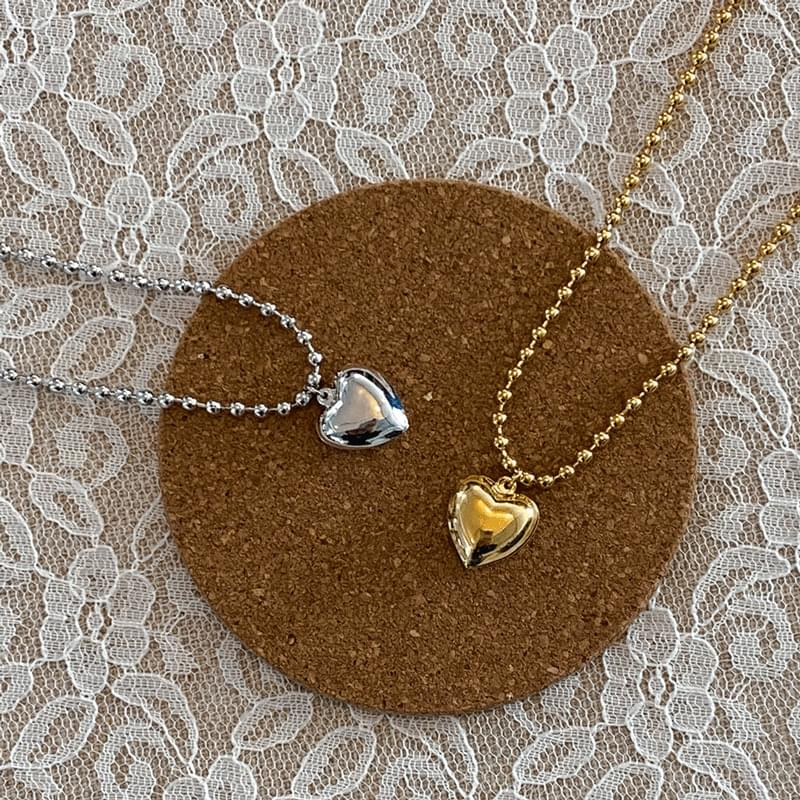979 Big Bold Heart Ball Necklace