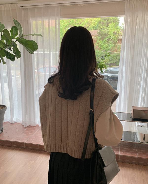 Pavan V-neck knit vest