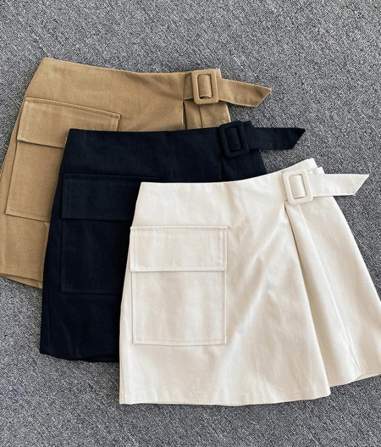 Belt banding mini skirt