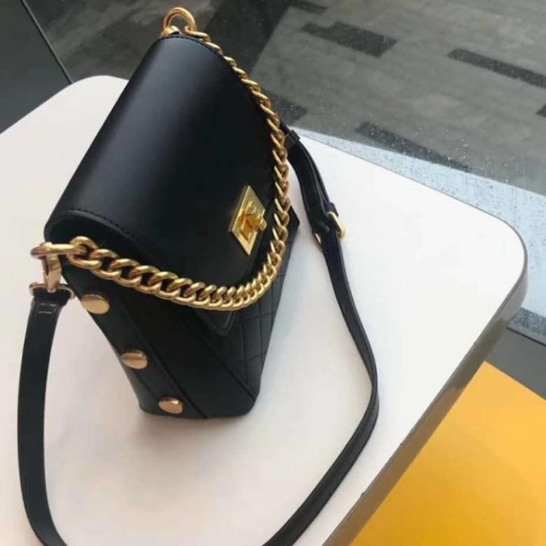 Urban Bros chain lock leather bag