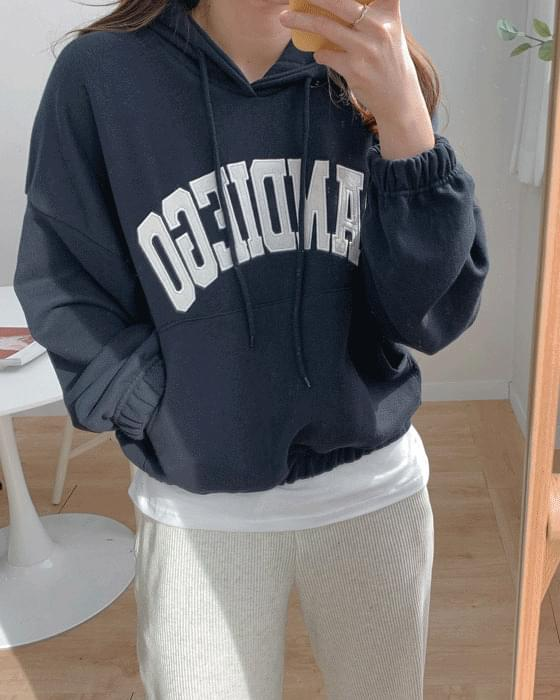 Cropped lettering embroidered hood tee-2color