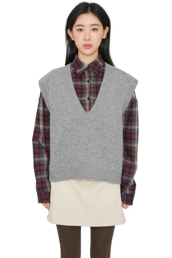 Hershey V-neck knit vest
