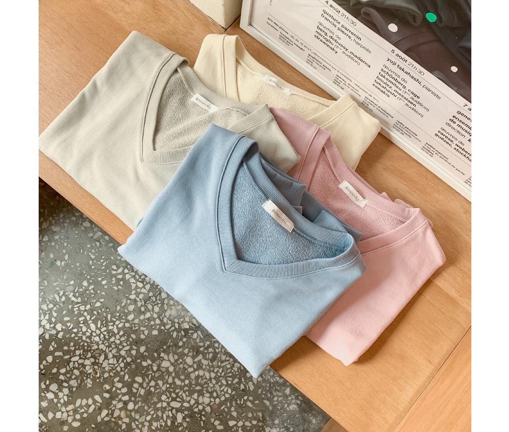 Pocket Semi-Crop V-Neck sweat shirt