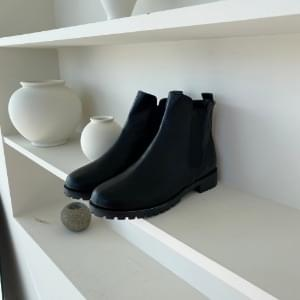 Banding ankle chelsea boots