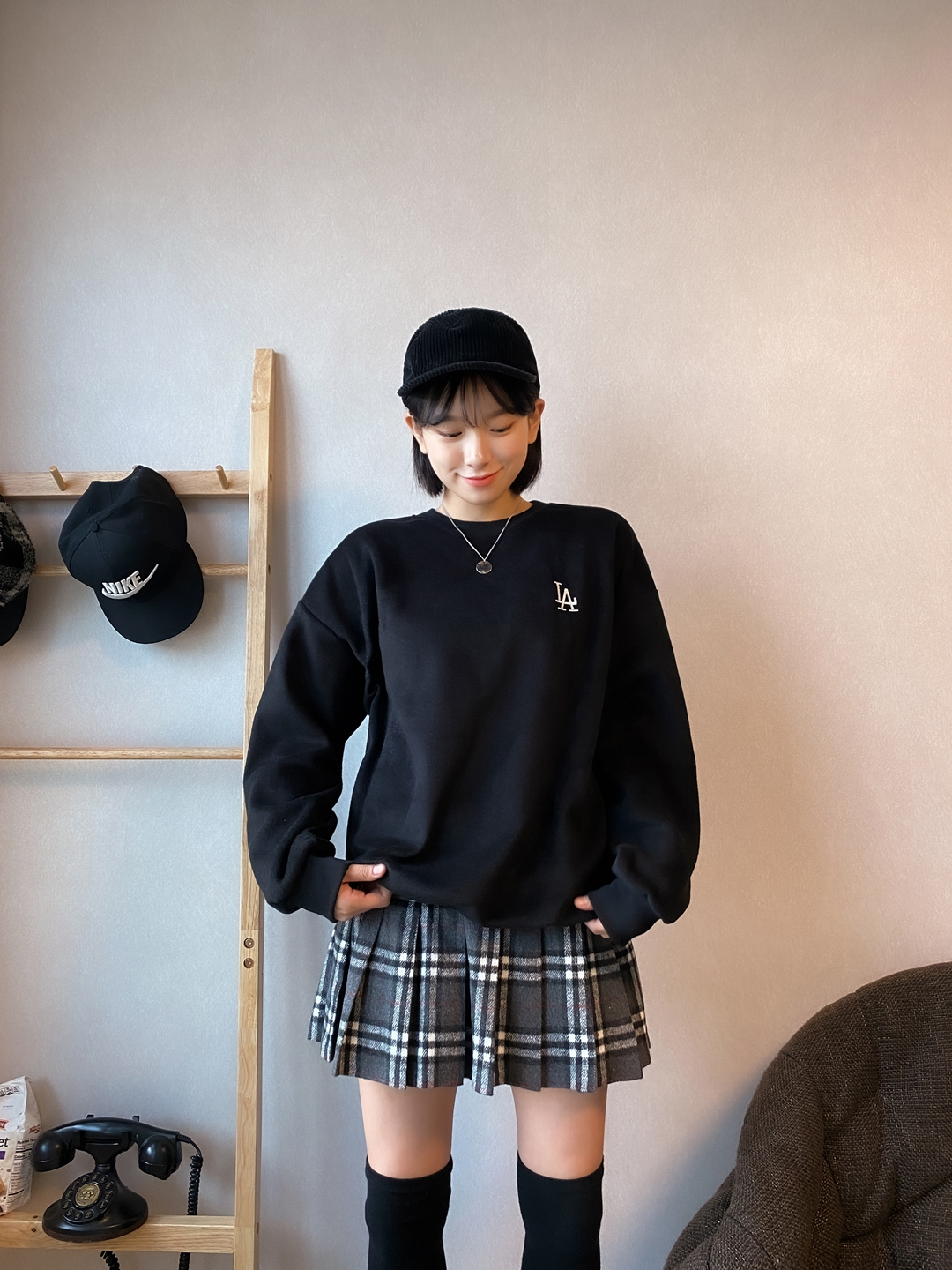 NEVERM!NDLA Embroidery Soft Sweatshirt