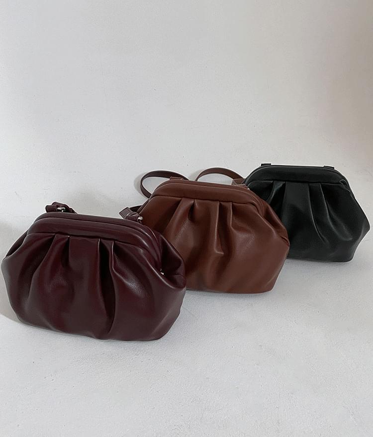Simple shirred crossbody bag