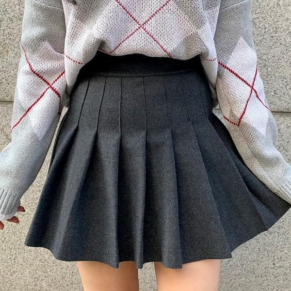 Thick wool tennis skirt