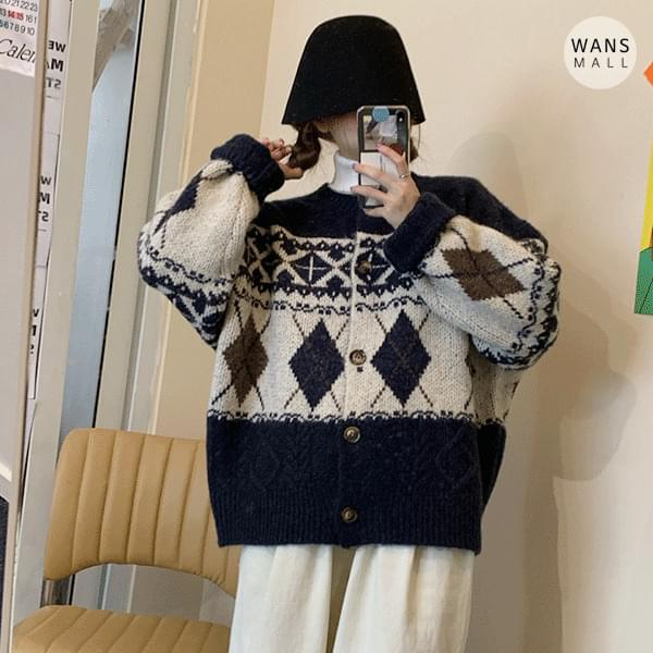 cd0597 Snowy Round Cardigan (Delayed delivery)