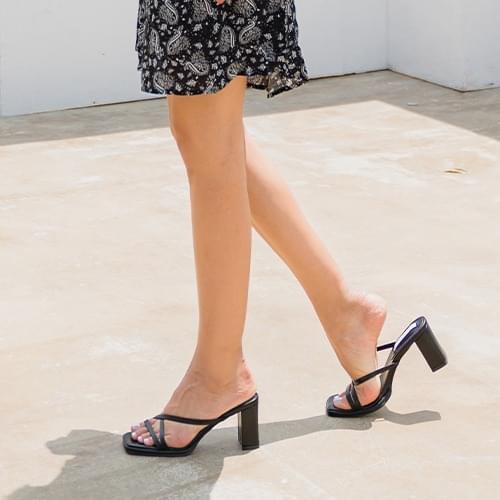 Plant strap sandal heels
