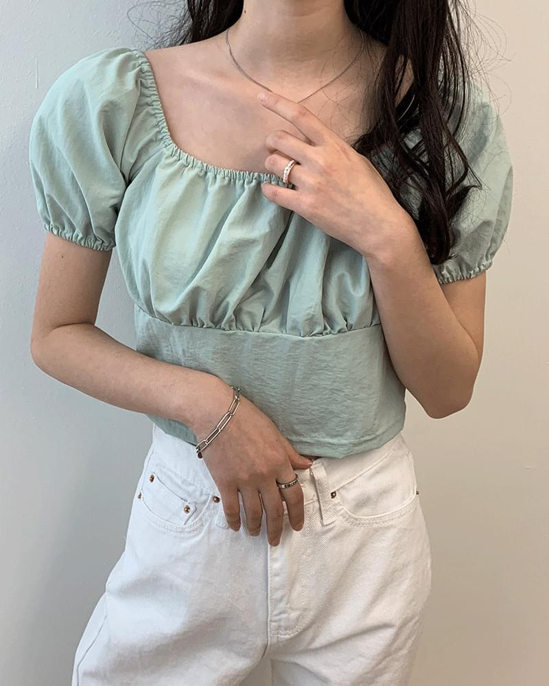 Off-the-shoulder puff shirring blouse