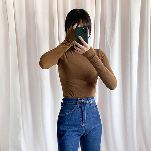 ESSAYSolid Tone Slim Turtleneck T-Shirt
