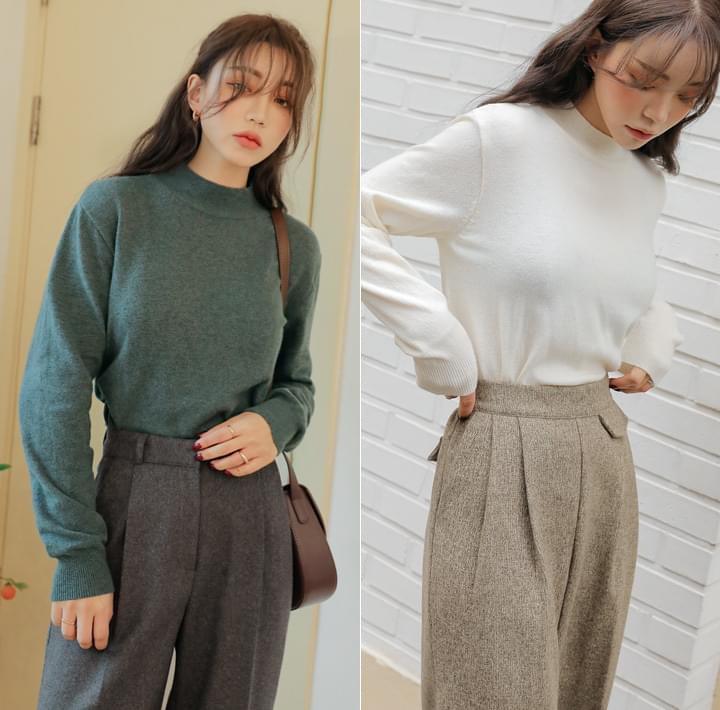 Mock Neck Extended Sleeve Knit Top