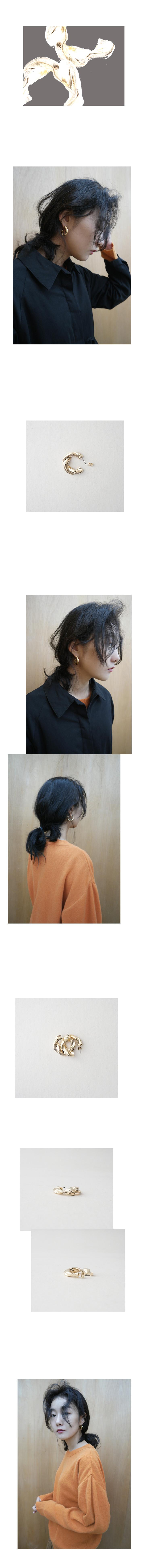 gold twist circle earrings