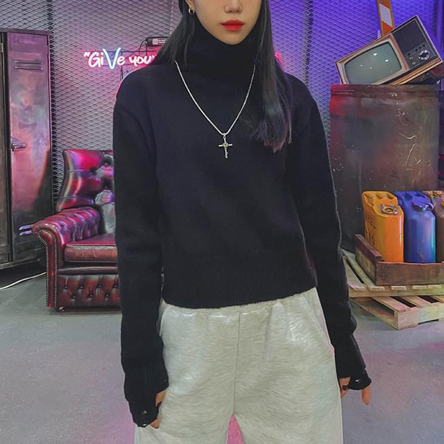 Crop Label Turtleneck Knitwear