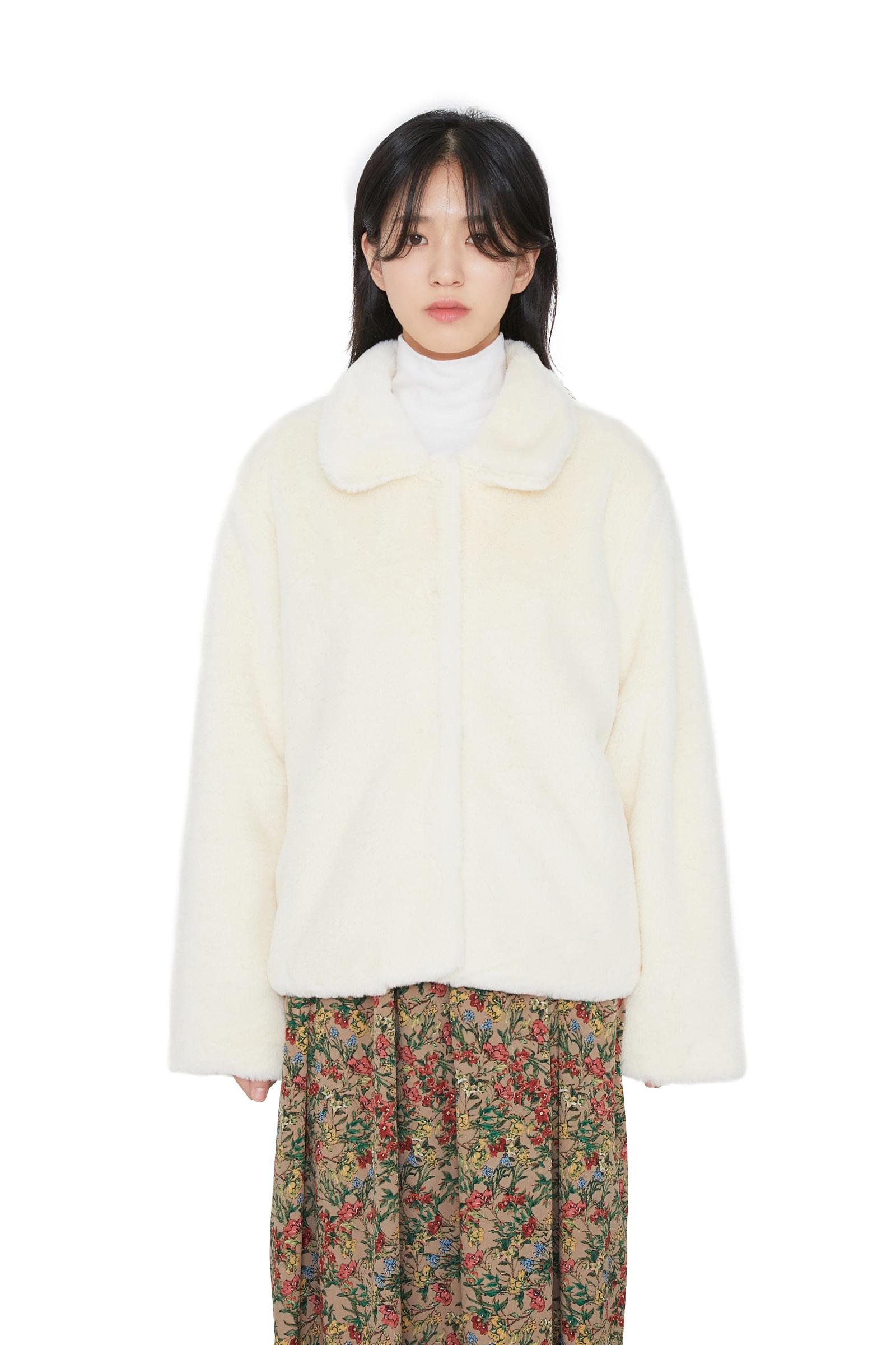 Creamy collar fur jacket