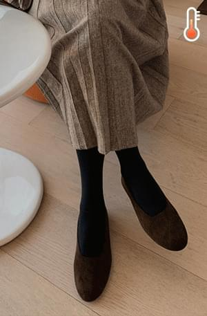 Round suede flat shoes
