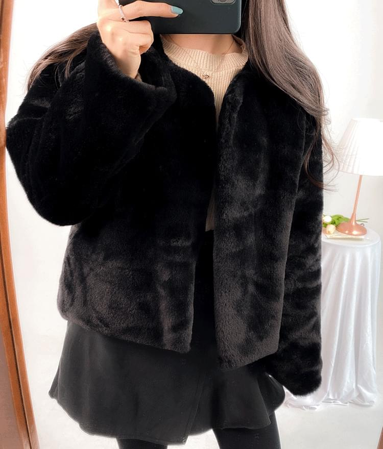ROMANTIC MUSEFaux Fur Boxy Jacket 夾克外套