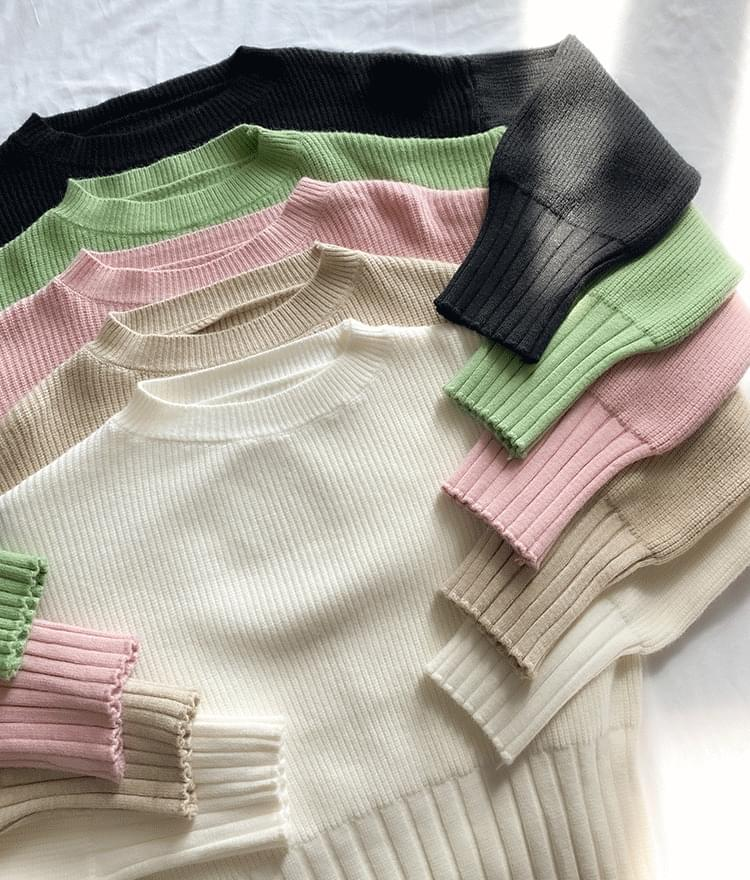 Ribbed Edge Round Neck Knit Top