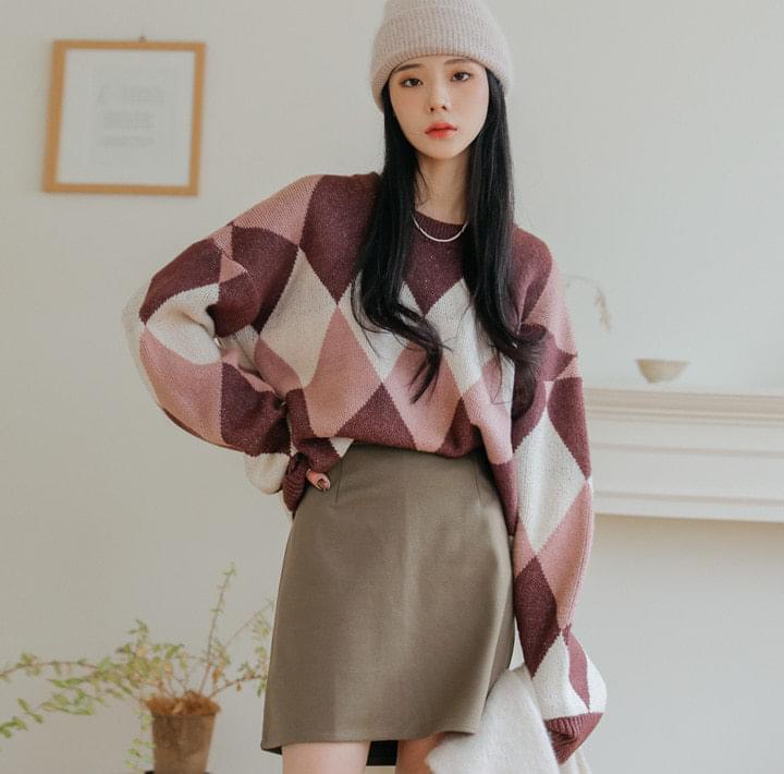 Color Block Diamond Pattern Sweater